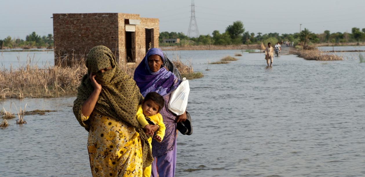 A family crosses the flooded streets of Pakistan. Photo: ADB